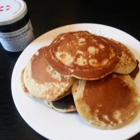 réalisation de recette saine - pancakes au lait de coco